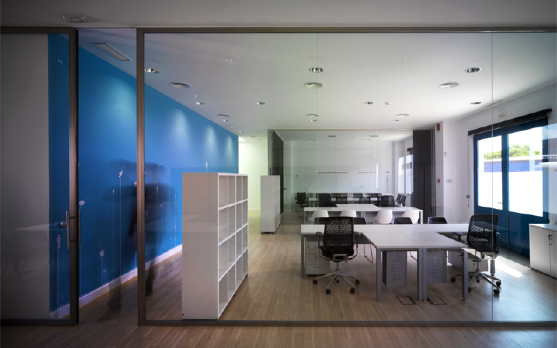 Interiorismo sevilla oficinas for Decoracion de oficinas pequenas fotos